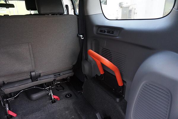 陪診車 - 輪椅使用者的車內扶手